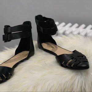 BCBGeneration Zakayla Black sandals size 8B